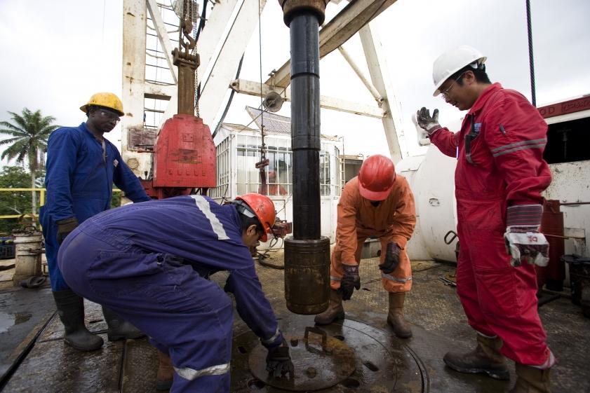 ek_cbg_oilcompanies_009
