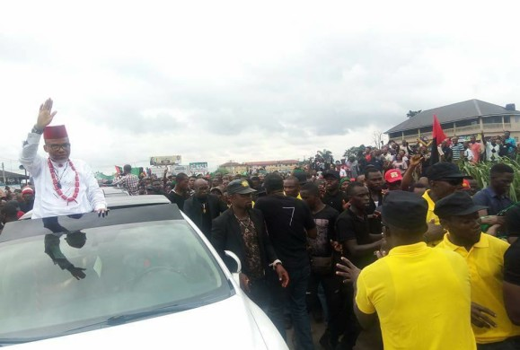 Breaking (Video): Nnamdi Kanu Storms Igweocha, (Port-Harcourt) as thousands welcome IPOB leader